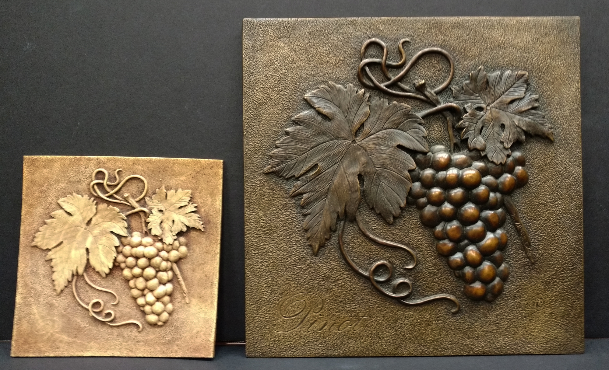 decorative grape plaque in different sizes